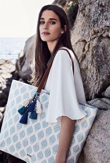 bolsa de playa con plumero
